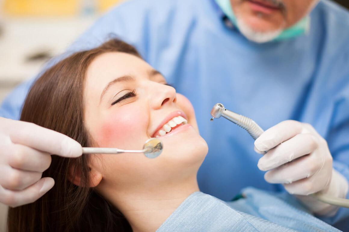 cât costă un detartraj dentar